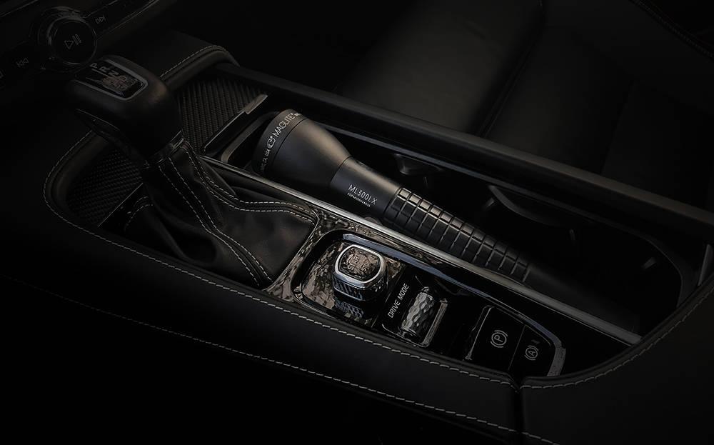 Maglite ML300LX autóban