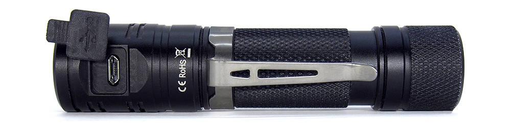 Sofirn SP40 klipsz és töltőnyílás